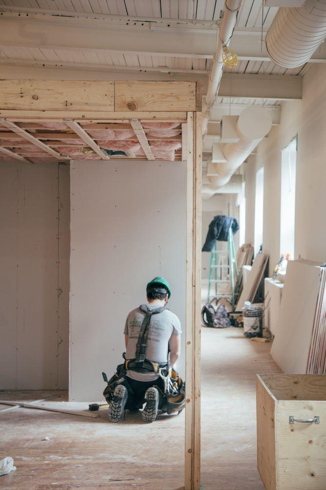 Pas på hinanden under byggeri arbejde